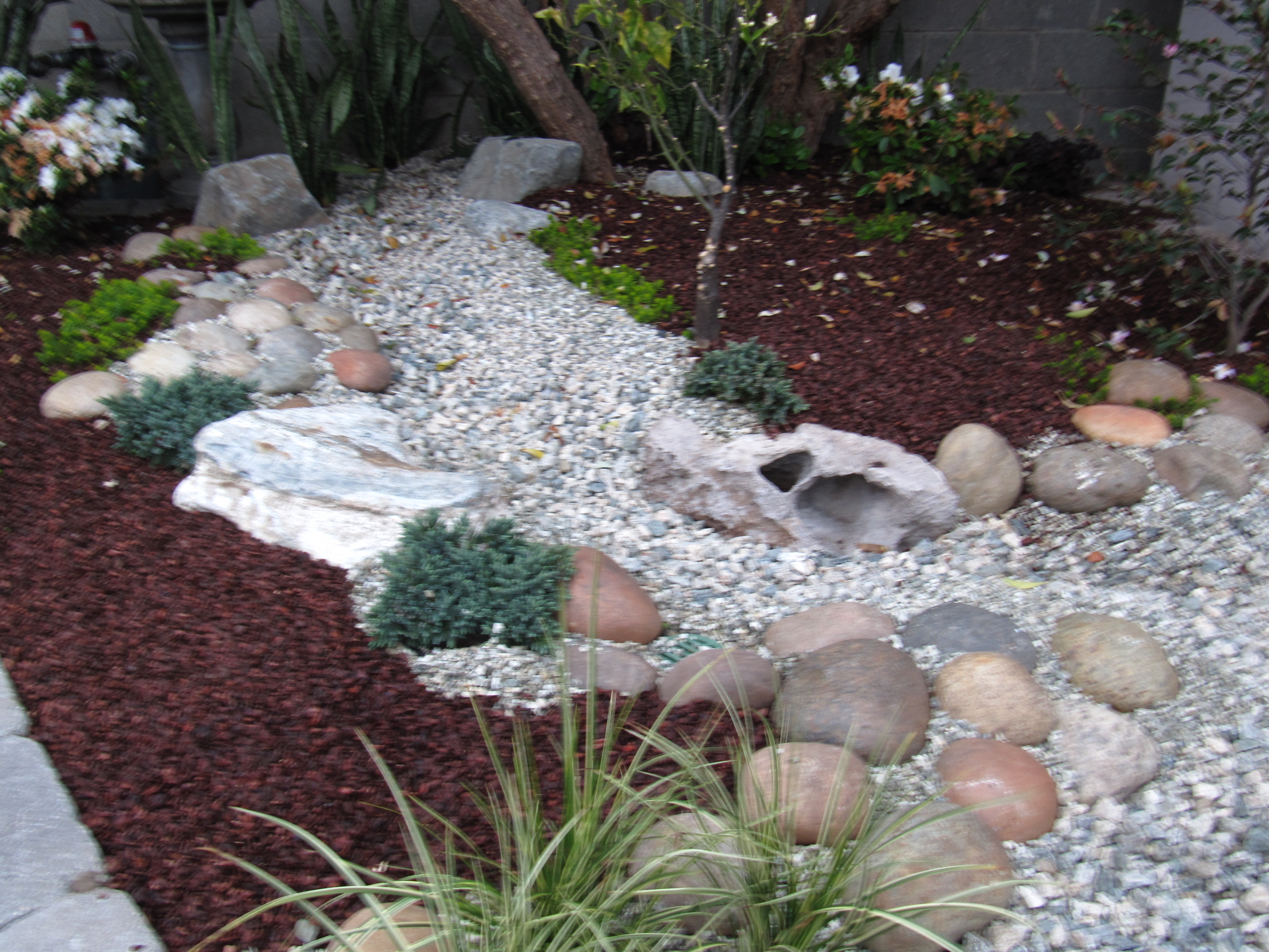 rock beds landscaping photo - 12