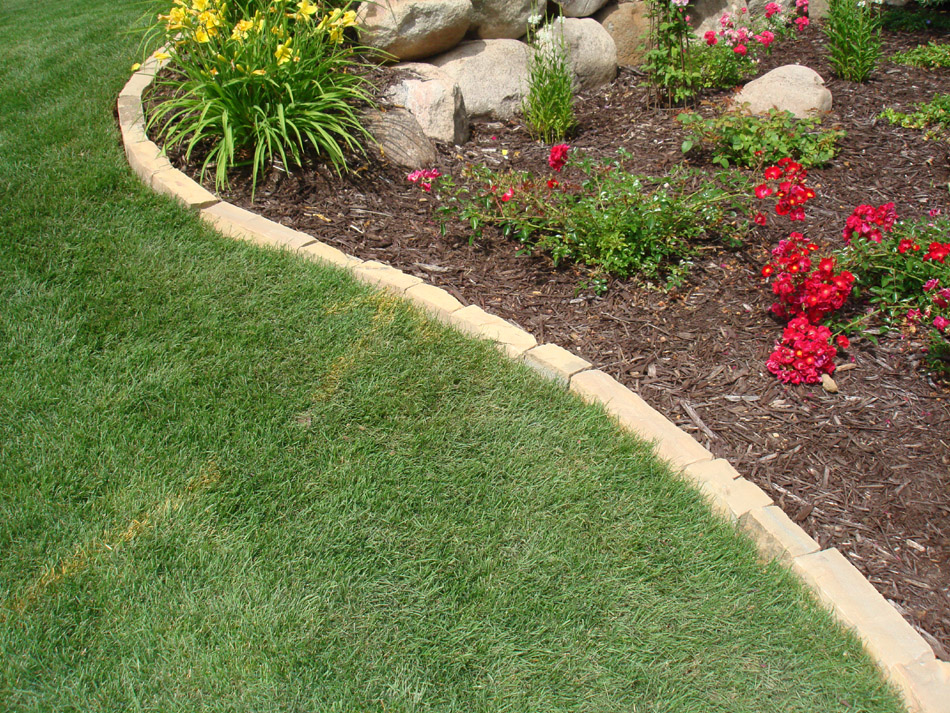 rock landscaping borders photo - 6